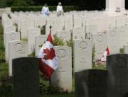Le cimetière militaire canadien de Bény-sur-Mer où reposent... (PHOTO ARCHIVES LA PRESSE CANADIENNE) - image 3.0