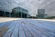 Des pavés bleus insérés dans le dallage rappellent... (PHOTO BERNARDBRAULT, LA PRESSE) - image 3.0