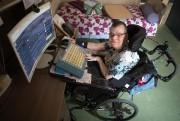 Un clavier spécial permet à Denise Albert d'écrire,... (PHOTO ROBERT SKINNER, LA PRESSE) - image 2.0