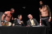Deux lutteurs ont interrompu le point de presse... (PHOTO YAN DOUBLET,LE SOLEIL) - image 2.0