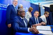 Le DrDenis Mukwege au côté de Guy Breton,... (PHOTO ALAIN ROBERGE, LA PRESSE) - image 3.0