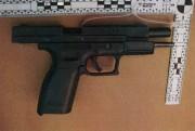 Le pistolet et l'un des chargeurs trouvés sur... (PHOTO DÉPOSÉE EN COUR) - image 5.0