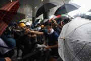 Les affrontements font écho à l'immense «Mouvement des... (AFP) - image 3.0