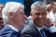 Bill Clinton et Hashim Thaçi.... (AP) - image 2.0