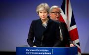 Theresa May et Jean-Claude Juncker à Bruxelles en... (AP) - image 3.0