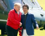 Donald Trump et Shinzo Abe ont affiché une... (AP) - image 3.0