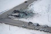 La scène de l'accident d'autocar des Broncos de... (PHOTO JONATHAN HAYWARD, ARCHIVES LA PRESSE CANADIENNE) - image 2.0