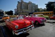Des vieilles voitures américaines servent de taxi à... (PHOTO YAMIL LAGE, AGENCE FRANCE-PRESSE) - image 3.0
