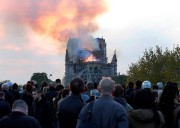 Notre-Dame de Paris a été la proie des... (AP) - image 2.0