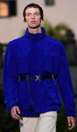 Chez Givenchy, veste et pardessus monocouleur bleu ou... (PHOTO MIGUEL MEDINA, AFP) - image 5.0