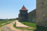 Coiffé du symbole soviétique de la faucille et du marteau, le poste frontalier... - image 2.0
