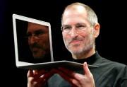 Le cofondateur d'Apple, Steve Jobs, avec le nouveau... (PHOTOJEFF CHIU, ARCHIVES ASSOCIATED PRESS) - image 1.0