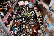 De nombreuses bouteilles de vin n'ont pas résisté... (PHOTOROBYN BECK, AGENCE FRANCE-PRESSE) - image 2.0