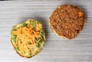 Burger à la patate douce et aux lentilles... (PHOTO DAVID BOILY, LA PRESSE) - image 2.0