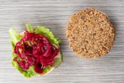 Burger aux haricots noirs de Jean-Philippe, servi sur... (PHOTO DAVID BOILY, LA PRESSE) - image 6.0