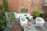 La banquette intégrée est encadrée d'un jardin vertical.... (PHOTO MARTIN CHAMBERLAND, LA PRESSE) - image 4.0