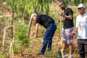 Yves Corriveau a planté des arbres àBujumbura.... (PHOTO TIRÉE DE TWITTER) - image 9.0