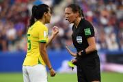 Marie-SoleilBeaudoin en pleine discussion avec la Brésilienne Thaisa... (PHOTO FRANCKFIFE, AGENCE FRANCE-PRESSE) - image 2.0