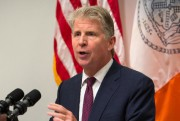 Cyrus Vance, procureur du district de Manhattan... (PHOTO KEVIN HAGEN, ARCHIVES ASSOCIATED PRESS) - image 3.0