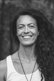 CynthiaMarc-Aurèle, professeurede yoga à Yoga Sangha,à Montréal.... - image 2.0