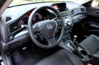 Le tableau de bord de l'Acura ILX est un modèle d'ergonomie.