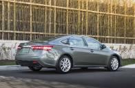 L'Avalon se trouve coincée dans la gamme Toyota. Elle peine à se détacher de la Camry, moinschère.