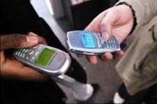 De plus en plus de Canadiens pourraient abandonner leur téléphone... (Photo: AFP)
