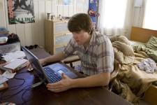 Un jeune étudiant américain travaille sur son ordinateur... (Photo: Bloomberg)