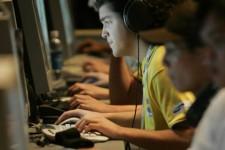 Les internautes passent un cinquième du temps passé... (Photo Reuters)