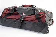 Qui dit pêche à la mouche dit équipement coûteux et vêtements mouillés. Plusieurs produits permettent de transporter canne et leurres en toute sécurité. Et de garder au sec ce qui doit le rester.