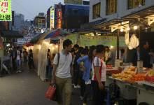 Pas particulièrement reconnue pour son hospitalité, la ville de Séoul est la grande oubliée des mégapoles asiatiques. Nombreux sont les voyageurs qui n'en connaissent qu'Incheon, son moderne aéroport qui sert de plateforme de correspondance vers plusieurs destinations asiatiques. Remplie de contrastes, la capitale sud-coréenne a pourtant plus d'un tour dans son sac pour séduire ses visiteurs.