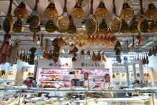 Eataly, concept italien original, à la fois supermarché pour gastronomes, lieu de production (mozzarella, pain ou bière) et centre culturel (cours de cuisine, expositions), ouvre ses portes le 21 juin à Rome, après avoir conquis Turin, New York et Tokyo.