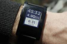 Montre de la firme canadienne Pebble Technology qui... (PHOTO MARY ALTAFFER, ASSOCIATED PRESS)