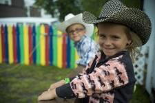 Chaque fin d'été, les cowboys du Québec se ruent vers Saint-Tite, où se tient depuis 45 ans le Festival western. Mais qu'est-ce qui attire les foules à Saint-Tite? Les rodéos, les chanteurs, les danseurs, le marché aux puces, les jeux de foire, bien sûr. Et une ambiance de fête sans pareille.