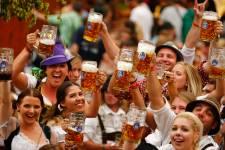 Plus de six millions de fêtards des quatre coins du globe sont attendus à Munichdans les prochains jours pour l'Oktoberfest, la plus grande fête au monde dédiée à labière.