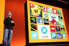 Joe Belfiore, vice-président corporatif chez Microsoft, présente Windows... (Photo Kimihiro Hoshino, Agence France-Presse)