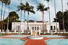 La villa qui a servi de décor au mythiqueScarfacede Brian de Palma peut être louée à partir de 10 000$ la semaine ou 30 000$ le mois.