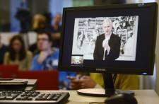 Julian Assange demande de ne pas céder aux pressions d'élus américains qui ont,...