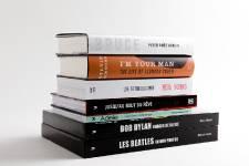 Les musiciens ont des vies « rockambolesques » dignes de romans impossibles à imaginer. Ajoutez la passion d'un fan pour son artiste préféré et cela explique la popularité des biographies ou des livres de musique sous le sapin. Voici quelques sorties récentes.