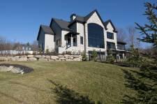 Cette maison de Shefford est en vente pour 1 595 000$.