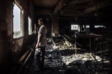 Le 12 septembre dernier, un violent incendie dans une usine de textile de Karachi au Pakistan prenait la vie de 264 employés. Le photographe Diego Ibarra Sanchez du New York Times est retourné sur les lieux. Images saisissantes d'une tragédie presque oubliée.