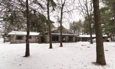Cette maison de Carignan est en vente pour 899 000$