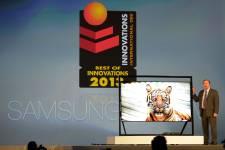 Le pdg de Samsung a présenté les innovations... (Photo AFP)