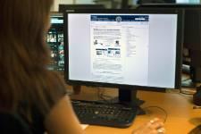 L'expansion d'internet dans le monde tend à laisser de côté les femmes,... (PHOTO ARCHIVES AFP)