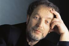 La carrière du violoncelliste et chef d'orchestre Yuli Turovsky.