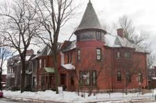 Cette maison construite en 1900 est en vente pour 1 595 000$.