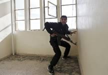 Le photographe serbe Goran Tomasevic est de retour en Syrie et cette fois, il accompagne les rebelles à Damas.<!--EndFragment-->