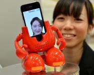 Le fabricant japonais de jouets Tomy présente son nouveau robot dansant qui est...