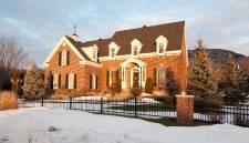 Cette maison d'Otterburn Park est en vente pour 995 000$
