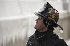 Jeudi dernier, dans une température ressentie de 46 degrés sous zéro, près du tiers des sapeurs pompiers de la ville de Chicago répondaient à un incendie sur le site d'un entrepôt. Le photographe John Gress a visité les lieux au lendemain de l'incendie de cinq alertes et nous propose ce photoreportage sur un incontournable de la photographie de fait divers; les ruines englacées d'un incendie hivernal.
